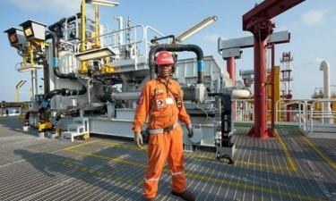 Angola reduz fosso entre produção petrolífera e quota atribuída
