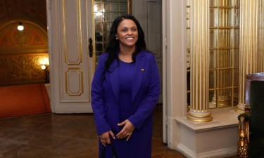 Ministra dos Negócios Estrangeiros demite-se