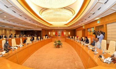 Governo vai poupar mil milhões AKZ com redução de cargos de chefia