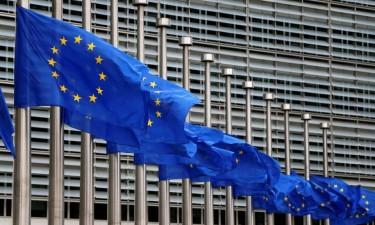 UE aprova pacote de apoio temporário para atenuar riscos de desemprego