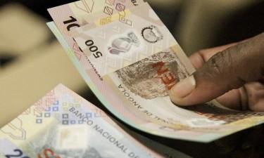 Bancos temem que material de plástico dificulte multi-caixas a 'segurarem' novas notas