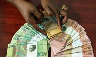 Kwanza pode valorizar-se a curto prazo e abrandar desvalorização