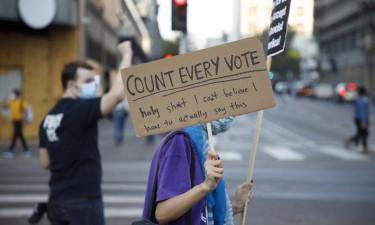 Protestos pela contagem de votos levam apoiantes de Trump e Biden às ruas