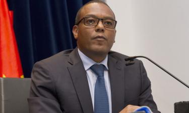 Governador do BNA faz duras críticas e pressiona bancos