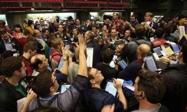 Wall Street 'invadida' por jovens estremece e paga milhões