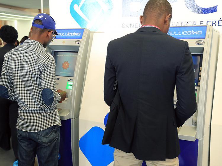 Multicaixas 'libertam' 1,5 mil milhões de Kwanzas até Abril