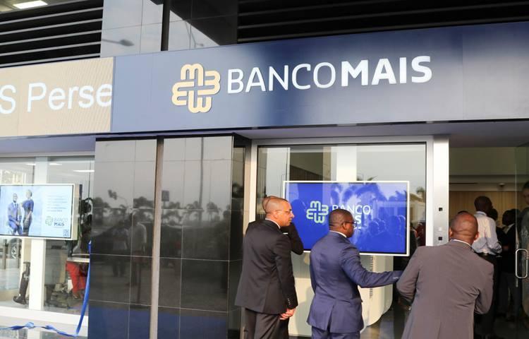 Bancos encerrados mantêm contactos para reverter decisão do BNA