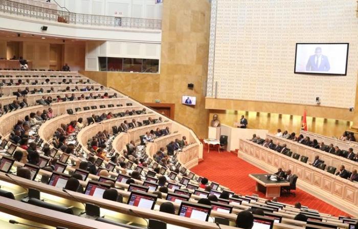 Parlamento autoriza PR a legislar sobre papel comercial
