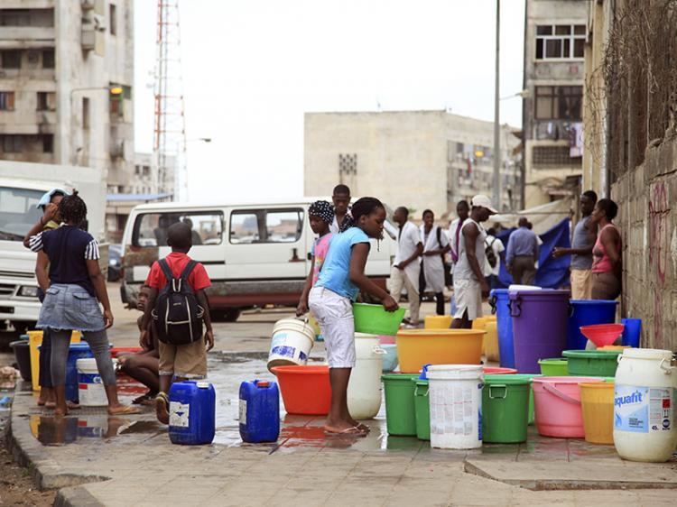 Vendedores de água em 'tanques caseiros' exigem reconhecimento