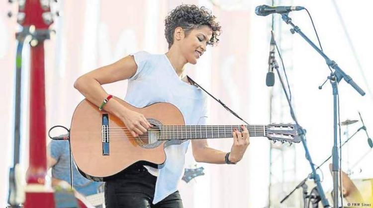 Aline Frazão apresenta novo álbum