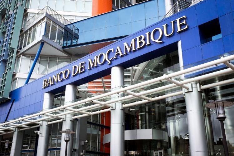 Banco central revoga licença a sete instituições financeiras