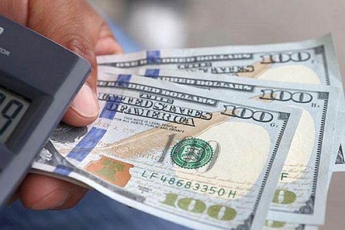 Bancos obrigados a vender divisas às pressas