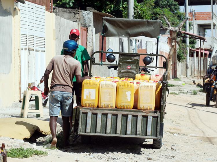 'Kupapatas' substituem 'água para todos' nos musseques de Luanda