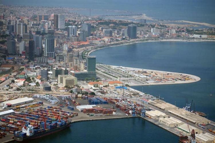 Porto de Luanda regista um abrandamento na produção em 2015