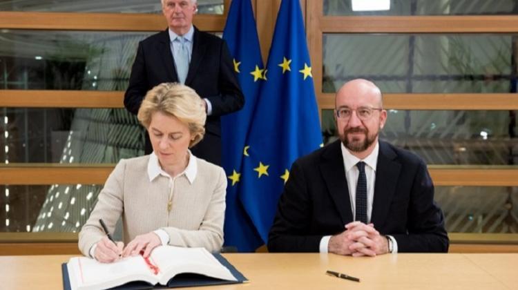 Presidente da Comissão Europeia e do Conselho formalizam Acordo de Saída