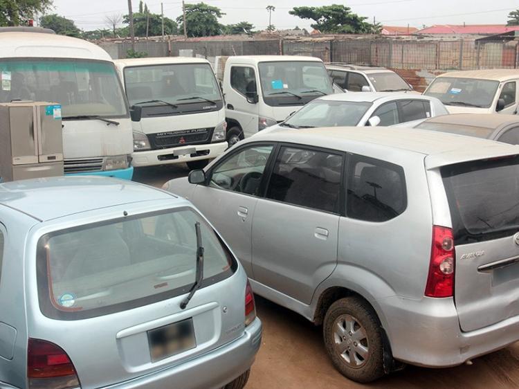 Crise leva concessionárias a revenderem carros velhos