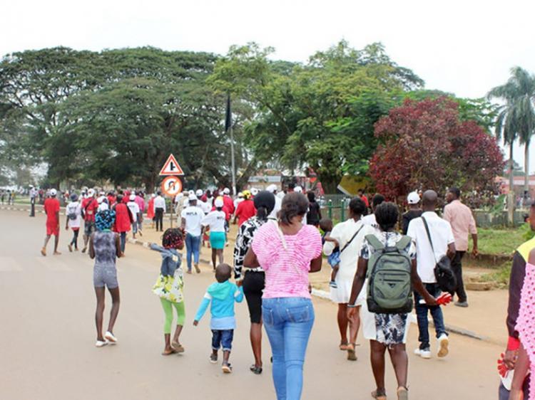 """Governo do Zaire ameaça encerrar 36 colégios """"ilegais"""" este ano"""