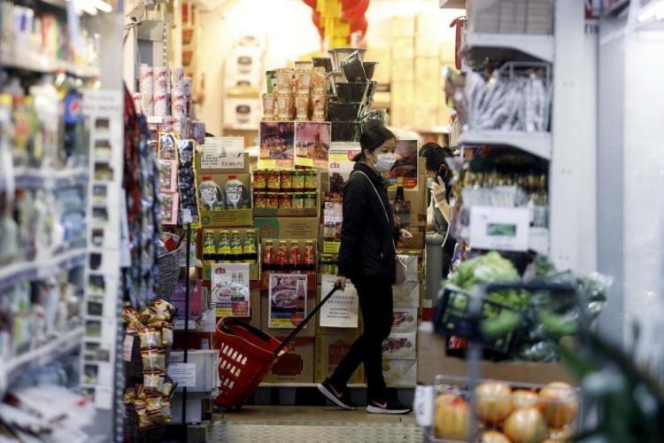 Itália encerra estabelecimentos comerciais