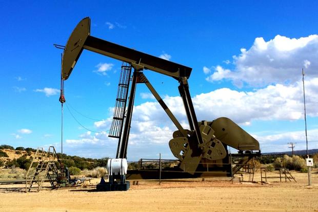 Petróleo abre hoje em queda de 28 %