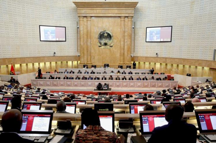 AN debate transferências de atribuições e competências do Estado