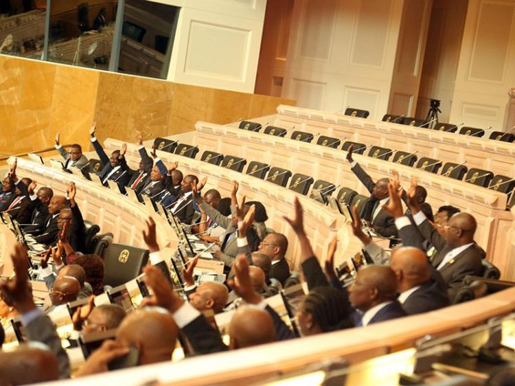 Deputados aprovam cinco projectos de lei