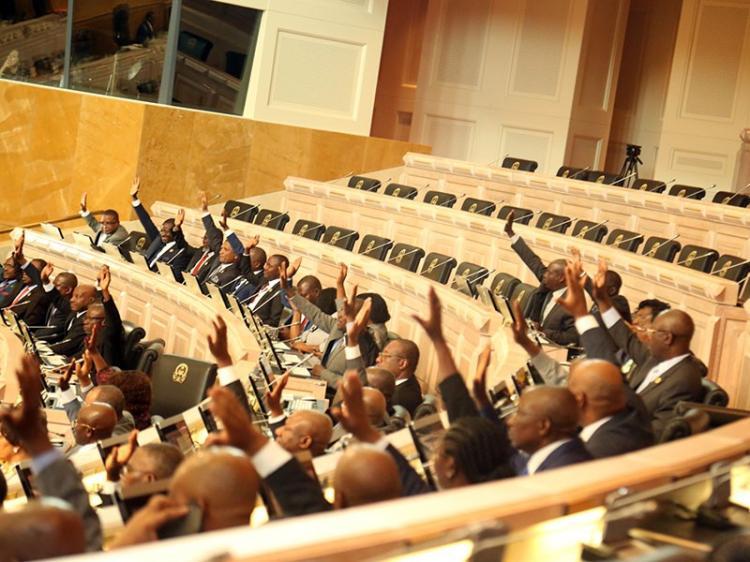 Parlamento aprova novo Estado de Emergência