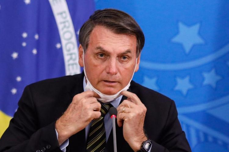Justiça obriga Jair Bolsonaro a usar máscara