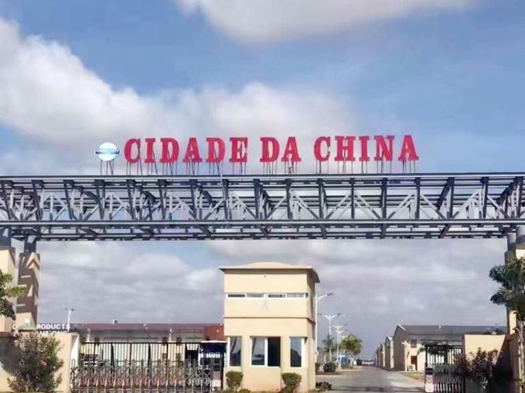 Lojistas encerram portas na Cidade da China