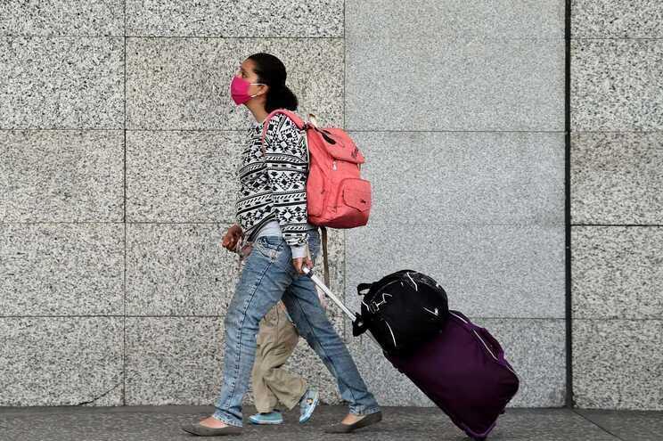 UE reduz a 12 lista de países terceiros para reabertura de fronteiras
