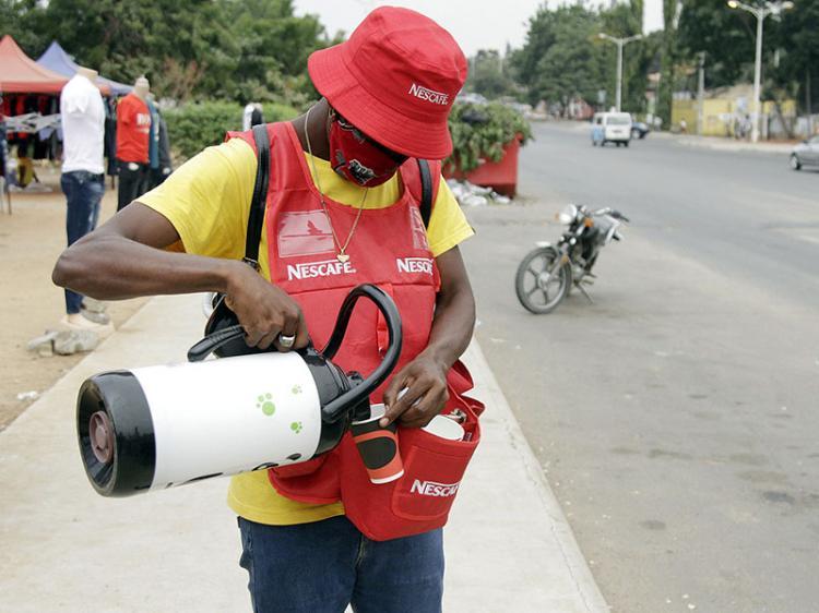 Há mais café quente nas ruas de Luanda