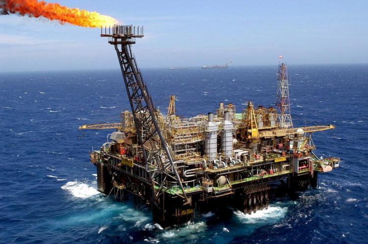 Receita petrolífera reduz 15,8 mil milhões