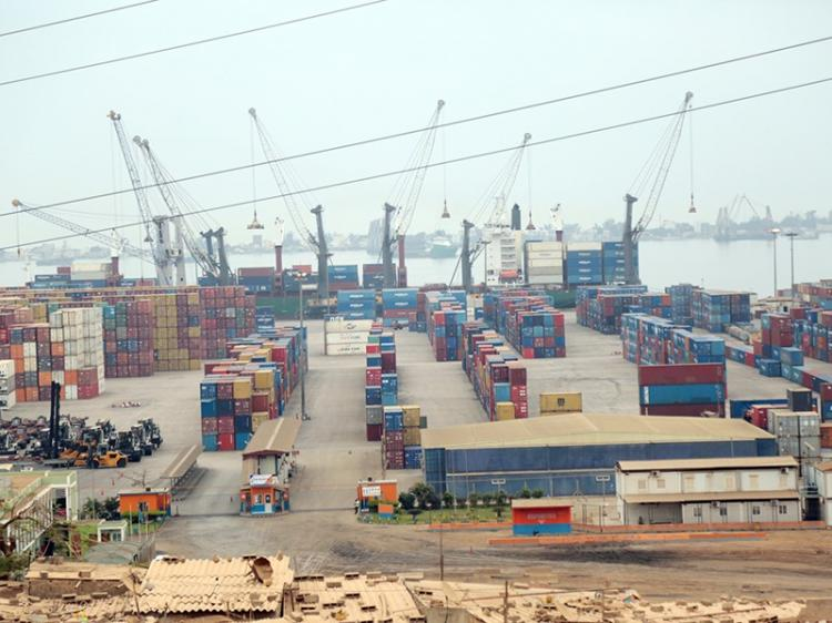 Trocas comerciais entre Angola e China recuam 40%