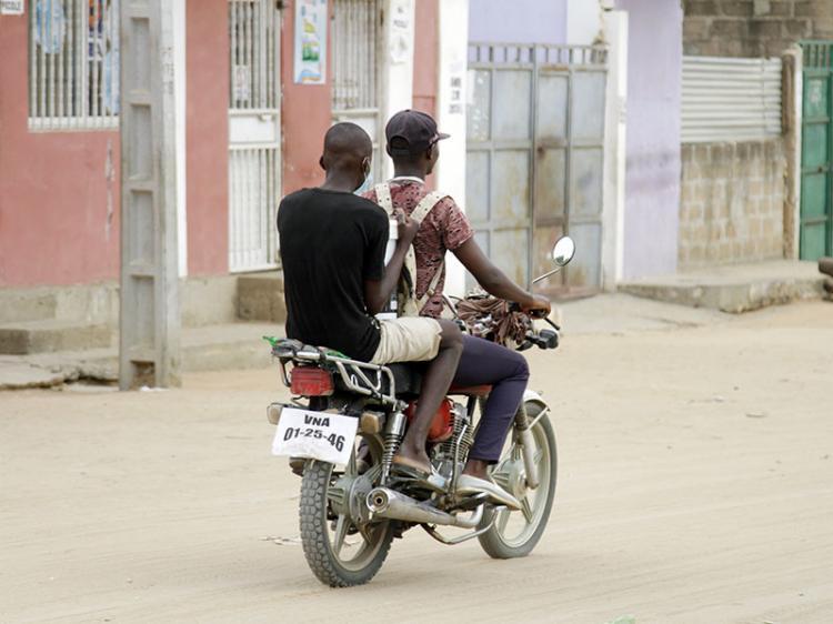 Moto-taxistas acusam Amotrang de extorsão