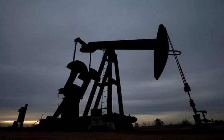 Queda do petróleo ou falha nas receitas pode forçar Angola a reestruturar dívida
