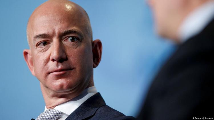 Bezos, o criador, passa testemunho