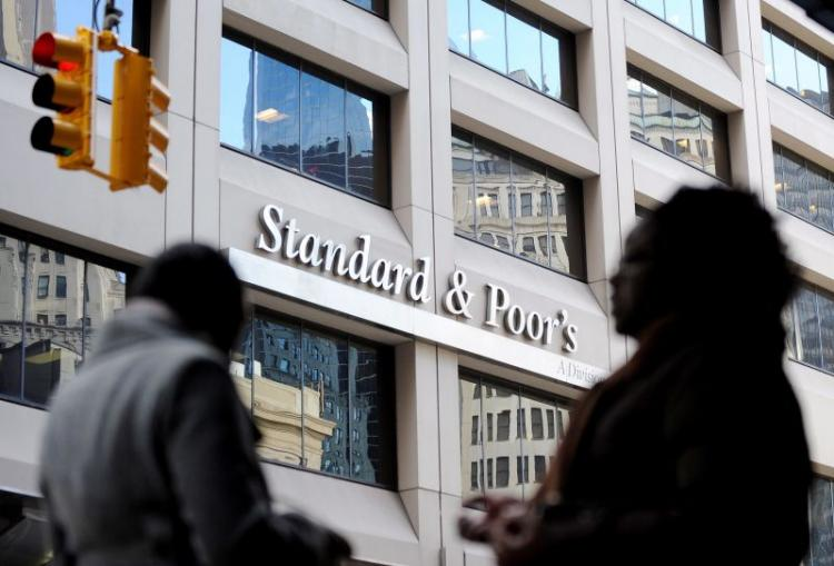 Standard & Poor's decide manter 'rating' de Angola em CCC+