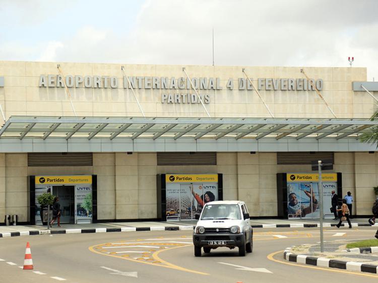 Aeroporto Internacional 4 de Fevereiro na
