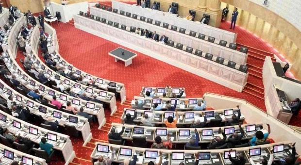 Parlamento aprova proposta do Presidente de revisão pontual da Constituição