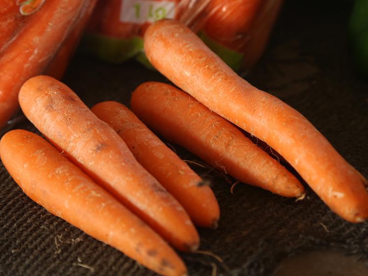 Falta de cenoura abre 'guerra' entre supermercados e Ministério do Comércio