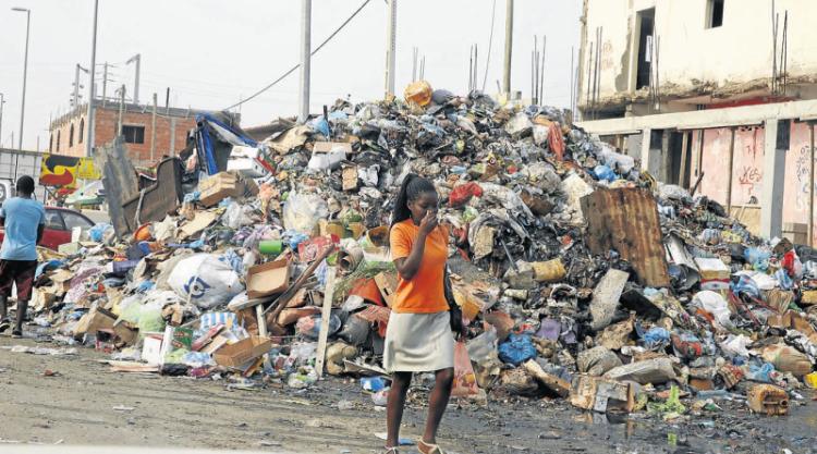 """Finanças nega """"chumbo"""" às empresas contratadas para limpar Luanda"""