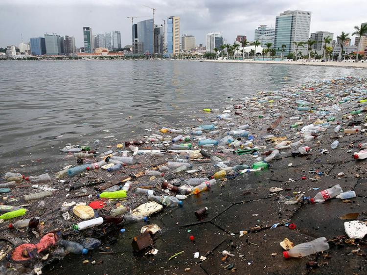 Lixo nos mares põe em risco vida humana e marinha
