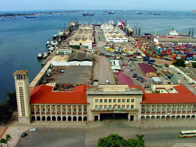 Porto de Luanda nega responsabilidade com trabalhadores subcontratados