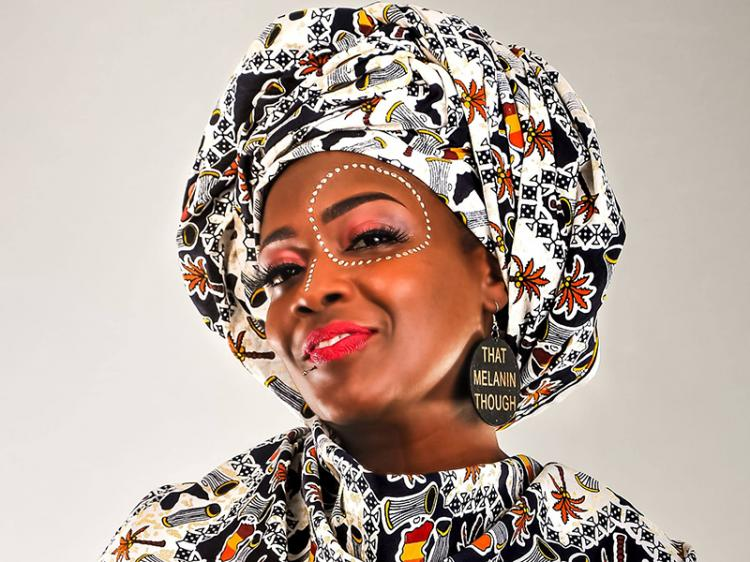 Angolana é co-autora da obra 'Empreendedorismo da Mulher Negra'