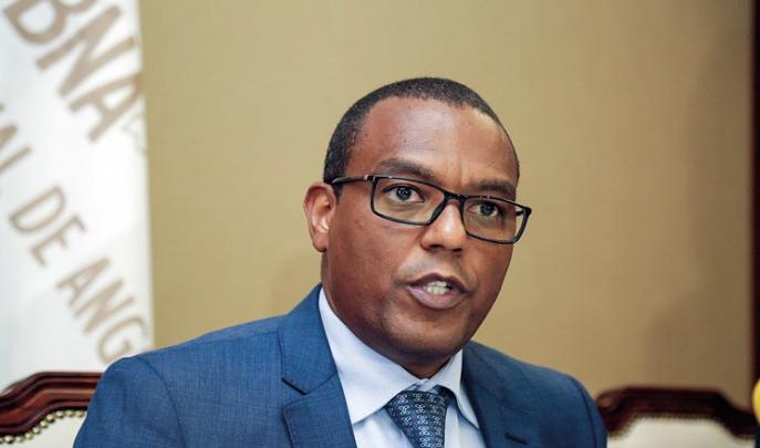 Governador do BNA garante que tem aumentado o crédito