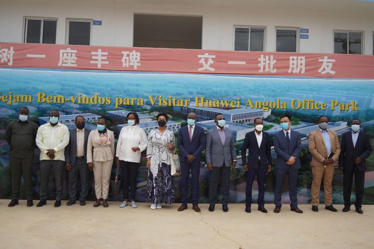 MINTTICS apresenta à delegação Moçambicana o parque tecnológico da Huawei em Luanda